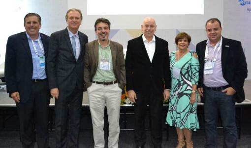 Roberto Betancourt (Sindirações), Nelson Braido e Valdirene Paes (Sincobesp), Clenio Guimarães (ABPA) e palestrantes.